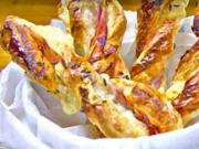 10f9de0a1 Slané tyčinky z lístkového cesta plnené šunkou a syrom - recept na party  tyčinky